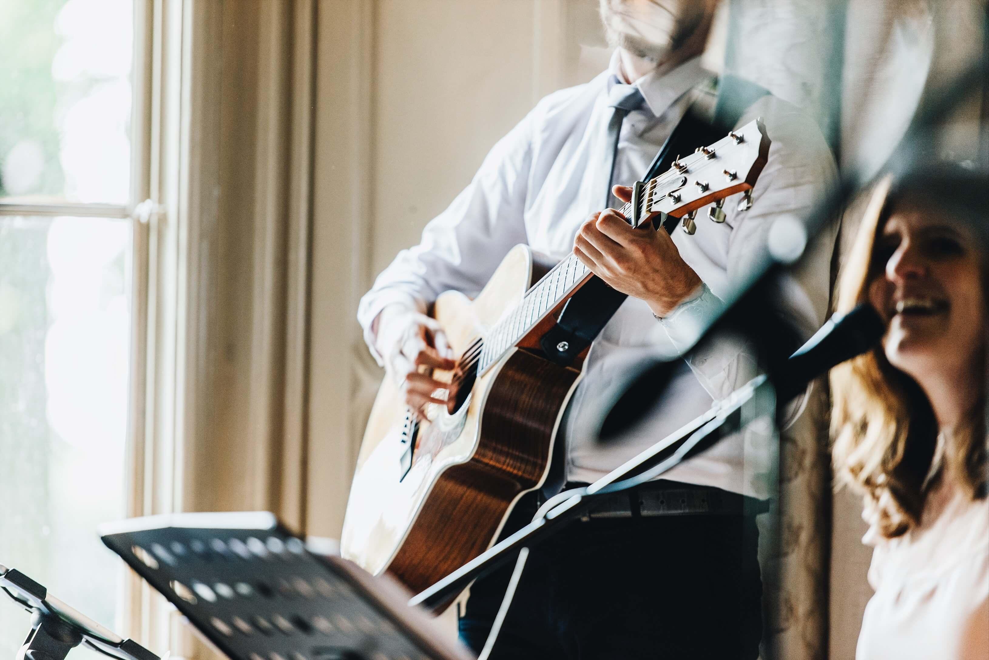 Live muziek tijdens huwelijksceremonie