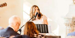 Zangeres huwelijksceremonie live muziek akoestisch Uitgesneden